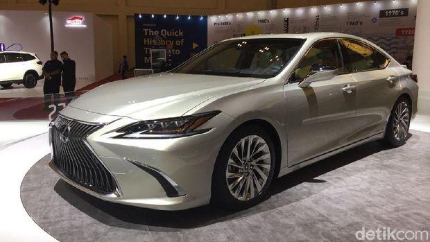 Lexus ES diperkenalkan di GIIAS 2018