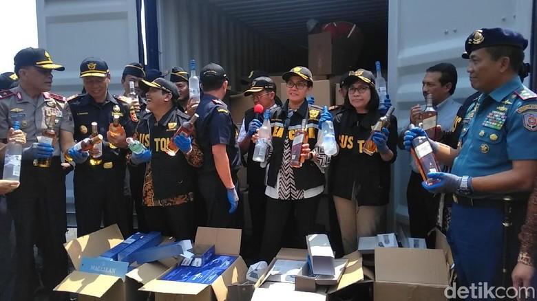 Penyelundupan Miras Singapura Digagalkan, Rp 57 Miliar Diselamatkan