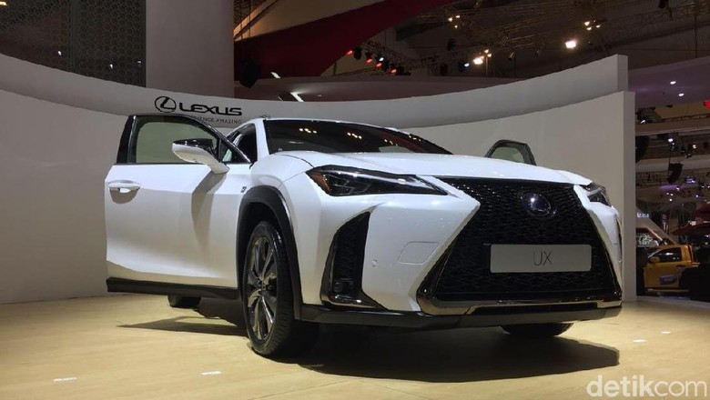 Lexus UX dipamerkan di GIIAS 2018 (Foto: Dadan Kuswaraharja)