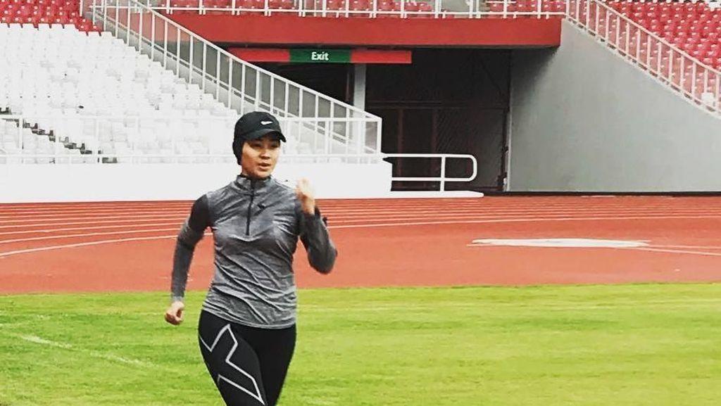 Foto: Cadas, Presenter Cantik Alya Rohali Suka Olahraga Lari