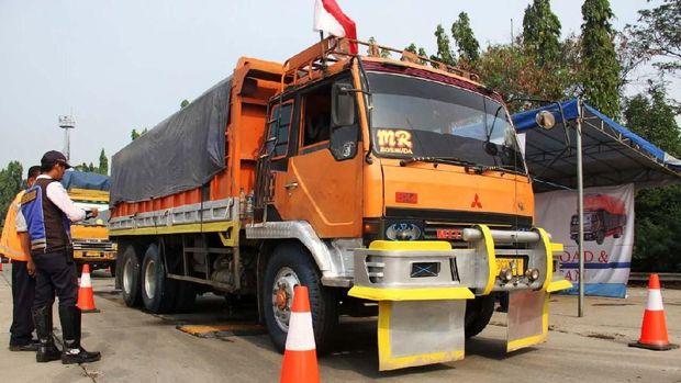 ilustrasi ban truk