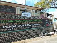 Inilah titik awal jalur pendakian Palutungan. Palutungan adalah satu dari 3 jalur pendakian Gunung Ciremai (Muhammad Idris/detikTravel)