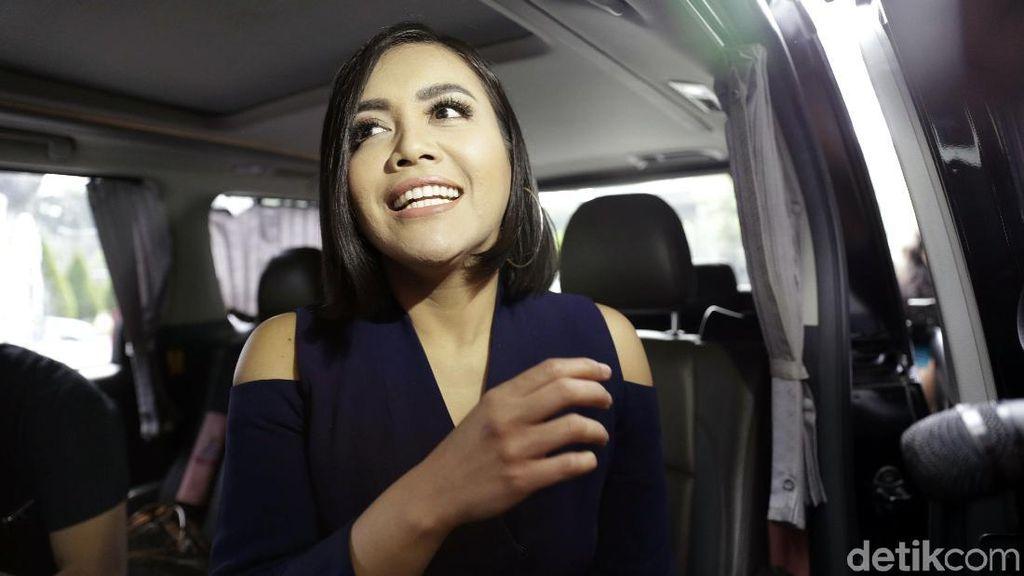 Putri Denada Minta Pakai Hijab Sebelum Kemoterapi