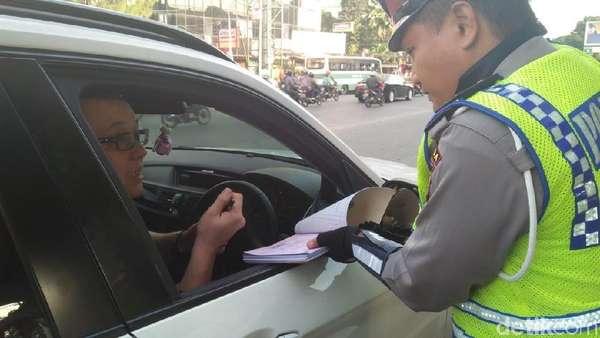 WN Australia Kena Tilang karena Langgar Ganjil-Genap di Jl S Parman