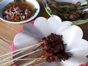 Ibu Sinnaseh: Manis Pedas Racikan Sate Sapi Lombok Legendaris