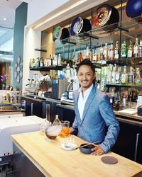 Bartender Ini Ciptakan Minuman Futuristik Tentang Hewan Dilindungi