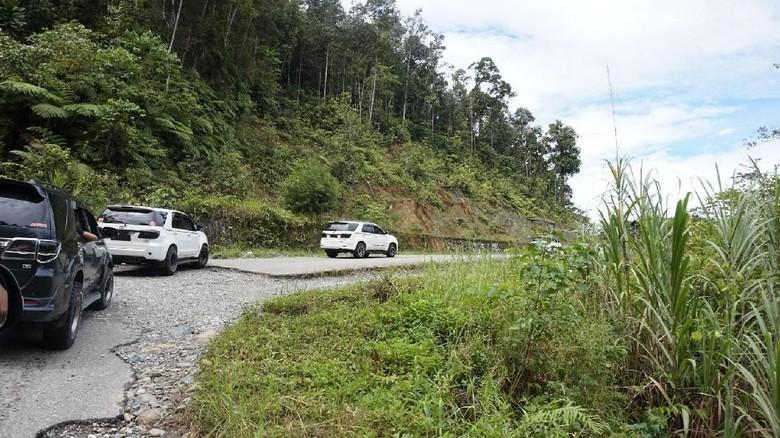 Fortuner jadi angkot di Papua