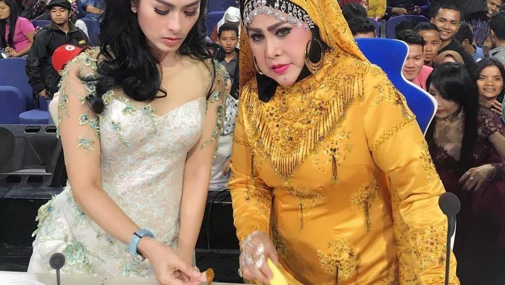 Begini Gaya Kulineran Ratu Dangdut, Elvy Sukaesih yang Jago Masak