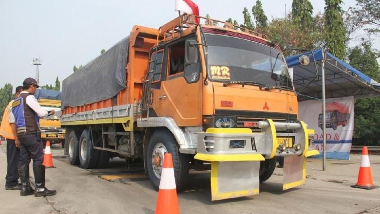 Jasa Marga Tbk Cabang Jakarta-Tangerang-Cengkareng menggelar operasi Over Dimension dan Over Load. Foto: Dok. Jasa Marga