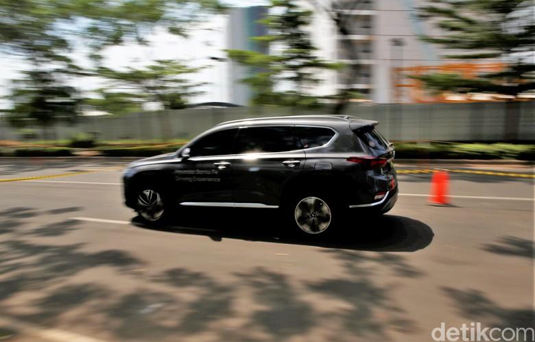Hyundai Santa Fe. Foto: Rachman Haryanto