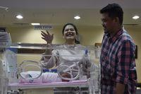 Kahiyang dan Bobby memperkenalkan Sedah Mirah Nasution /