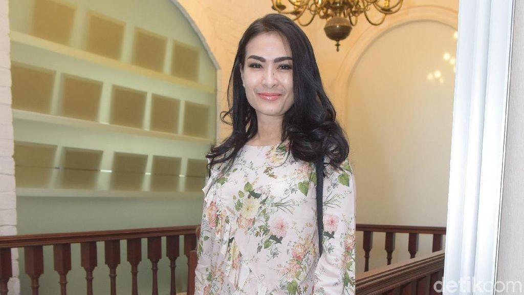 Iis Dahlia Berikan Kado Mobil di Ultah ke-16 Devano