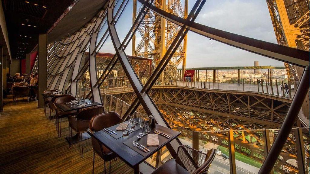 Istimewa Banget! Restoran Ini Tawarkan Sensasi Bersantap di Menara Eiffel
