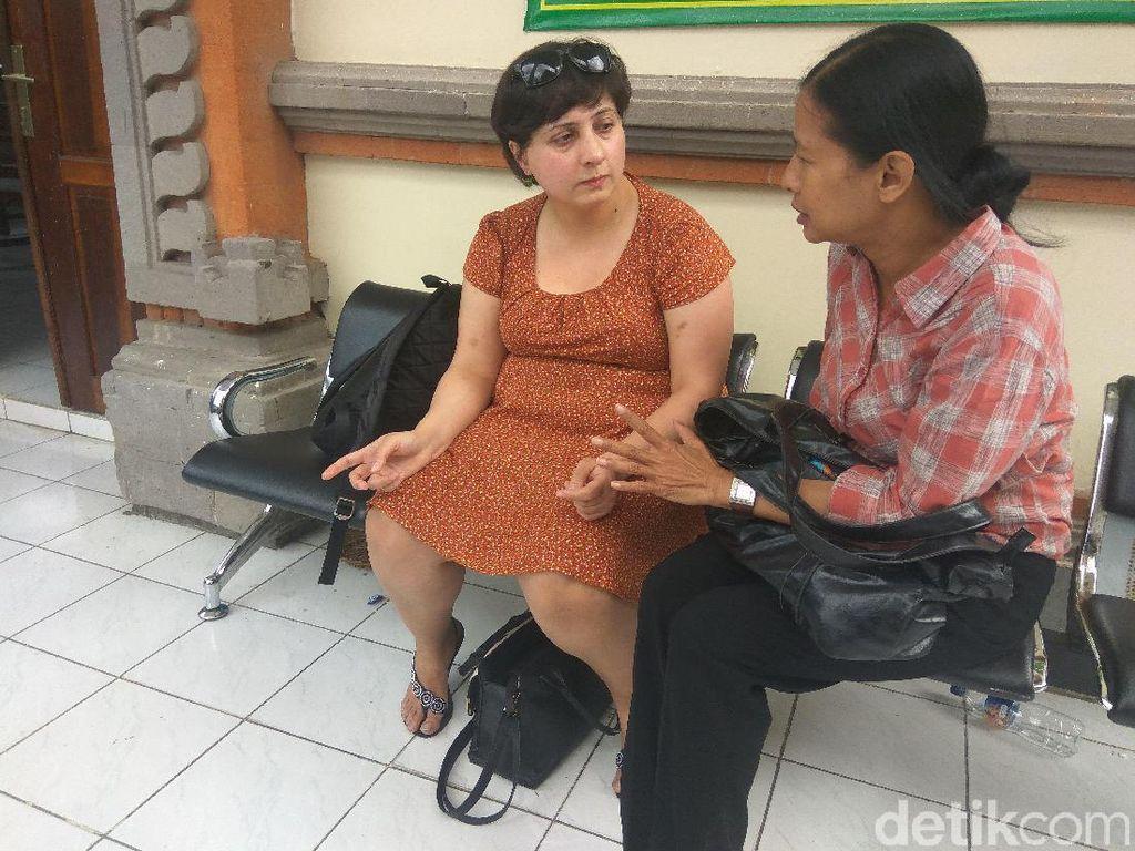 WN Inggris Penampar Staf Imigrasi: Klaim Tak Salah dan Minta Tiket