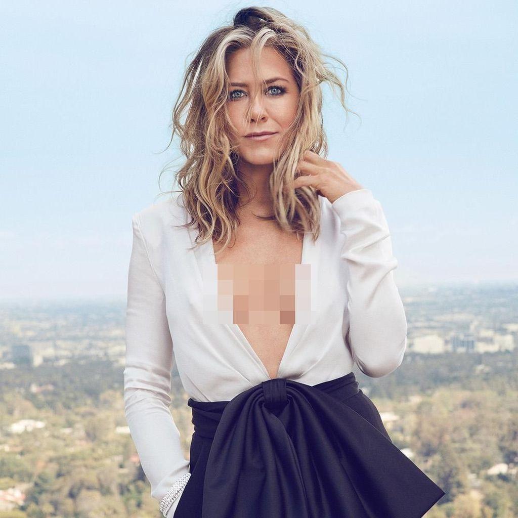 Ngeri! Pesawat Pribadi Jennifer Aniston Lakukan Pendaratan Darurat