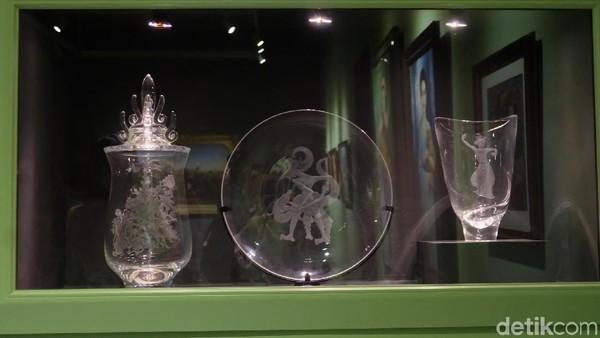 Tersimpan 60 Tahun, Kristal Langka Koleksi Istana Dipajang