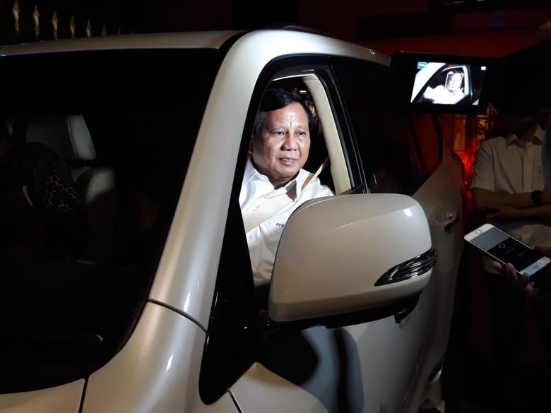 Usai Disambangi Hinca dan Amien, Prabowo Tinggalkan Rumah