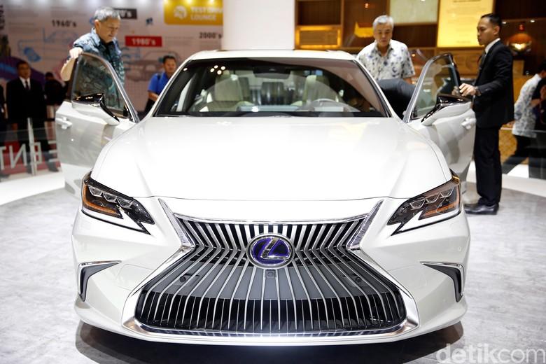 Mobil mewah Lexus di GIIAS 2018. Foto: Rachman Haryanto
