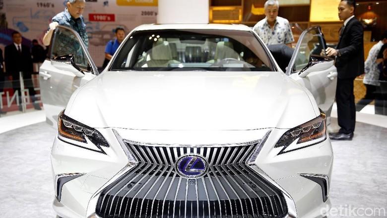 Lexus Foto: Rachman Haryanto
