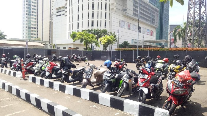 Lokasi parkiran motor samping Mal Senayan City (Foto: Peti/detikcom)