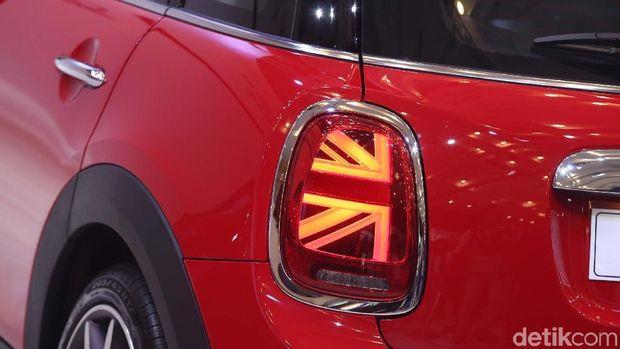 Bendera Inggris di lampu belakang