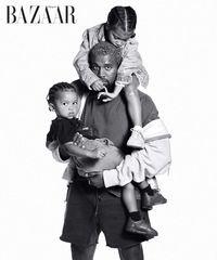 So Cute! Saat Kanye West yang Jarang Tertawa Gendong 2 Anaknya di Pemotretan