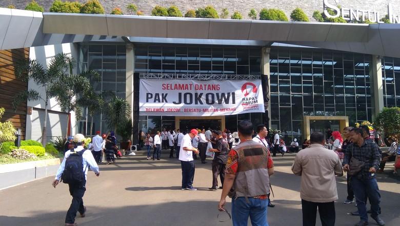 Relawan Jokowi Mulai Padati Area Rapat Umum di Sentul