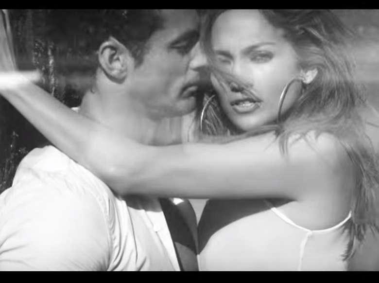 Masih ingat tidak dengan pria tampan nan sixpack yang muncul di video klip Jennifer Lopez First Love? (Foto: Youtube)