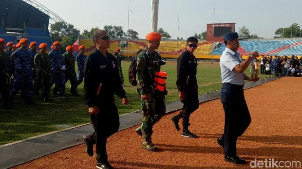 Dibawa 54 Penerjun Paskhas, Api Asian Games 2018 Tiba di Palembang