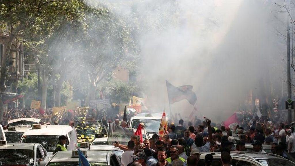 Tak Cuma di Indonesia, Protes Taksi Online Juga Ada di Barcelona