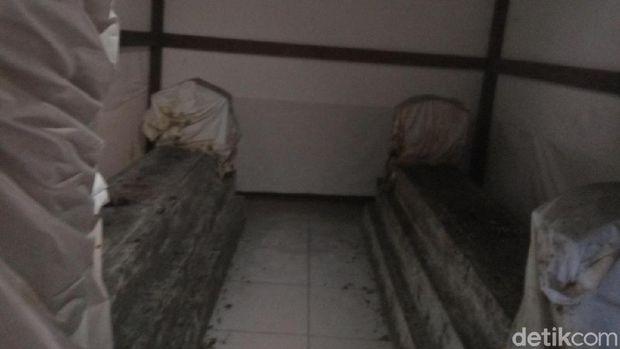 Makam Kyai dan Nyai Jembrak