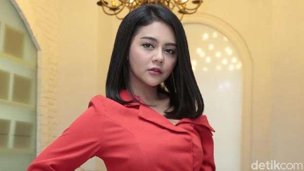 Merah Merona Jenita Janet Pamer Pundak