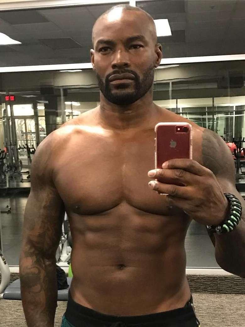 Tyson Beckford adalah pria yang sedang kita bicarakan. Yuk olahraga, selain menyehatkan badan siapa tahu kamu juga ikut ditawarin jadi model video klip hehe. (Foto: Instagram)