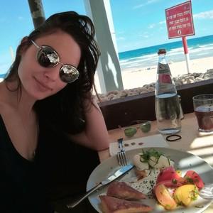Jalani Pola Makan Sehat, Gal Gadot Tetap Makan Cheeseburger dan Es Krim