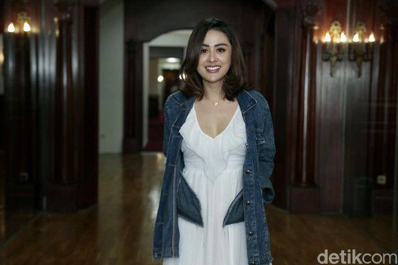 Aura kecantikannya makin keluar dengan riasan tipis yang dikenakannya. Foto: Ismail/detikHOT