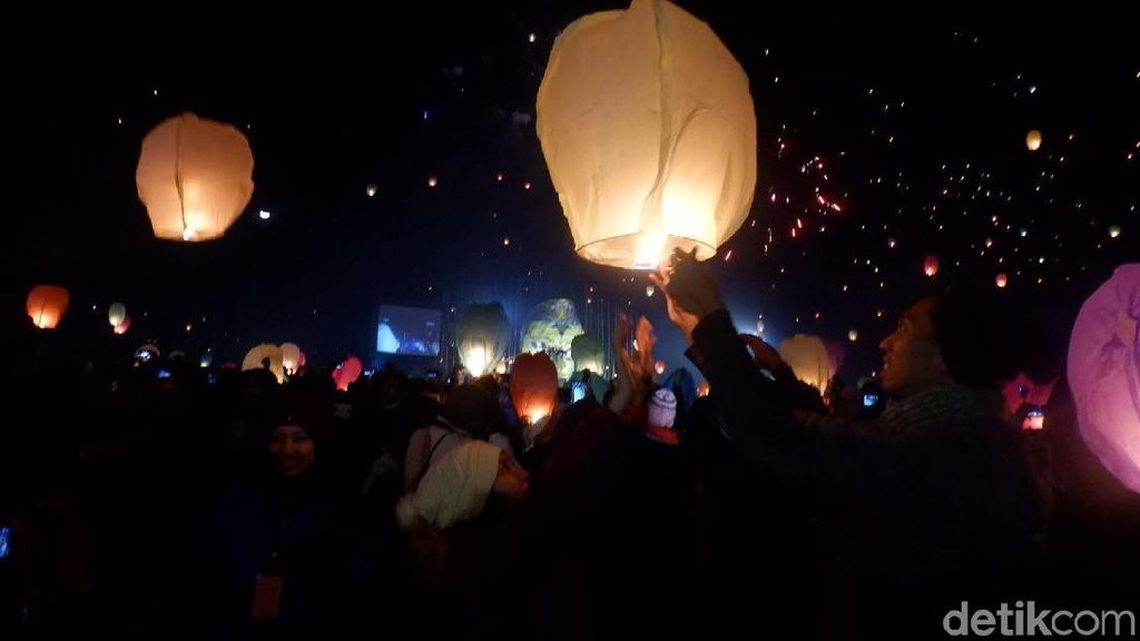 Kelap-kelip Lampion Festival Dieng yang Romantis