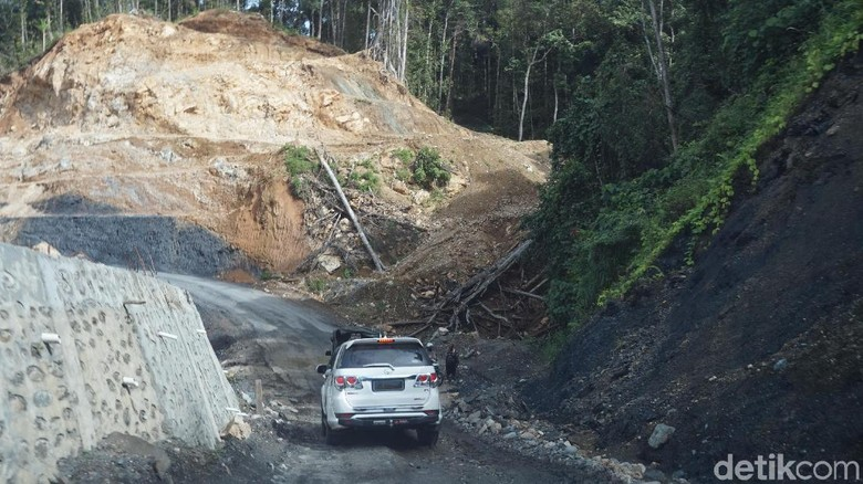 Toyota Fortuner jadi taksi di Papua Foto: Mustiana Lestari