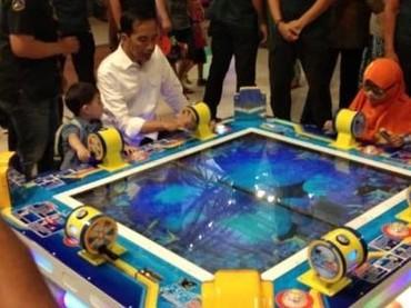 Seru ya saat Jokowi dan Jan Ethes main bersama, Bun. (Foto: istimewa)