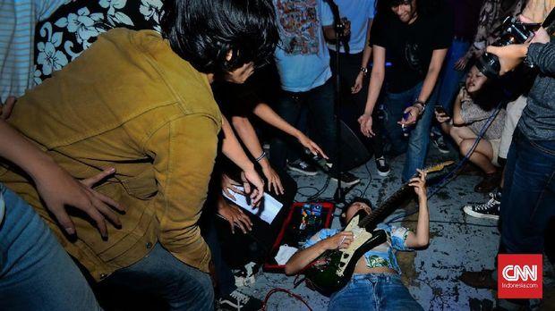 Aksi The Panturas di konser perilisan album mereka Sabtu (4/8) malam di Jakarta.