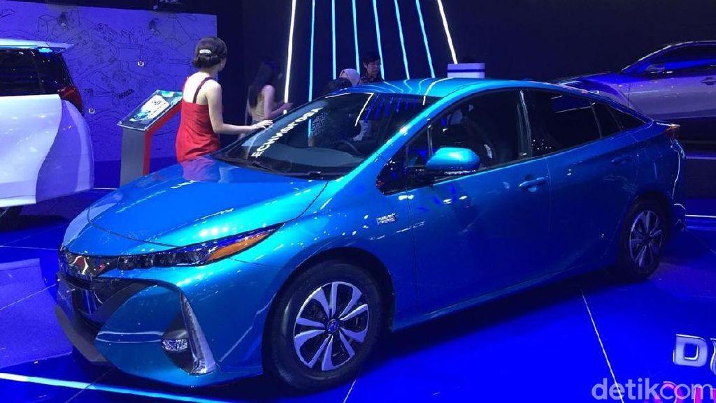 Sabar, Toyota Kasih Kode Luncurkan Prius PHEV Tahun Depan
