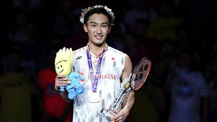 Kento Momota tampil sebagai juara dunia tunggal putra (Foto: Lintao Zhang/Getty Images)