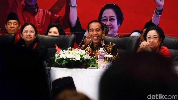 Jokowi Tertawai Isu Earpiece: Pegang Kuping Nggak Boleh Toh?