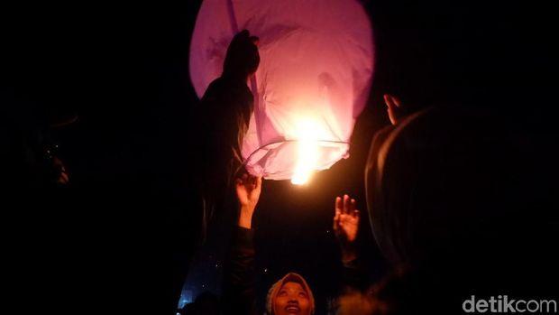 Ribuan Lampion Terangi Langit Dieng saat DCF