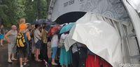 Momen membludaknya penonton wayang kulit hingga rela hujan-hujanan di Festival Indonesia 2018 lalu