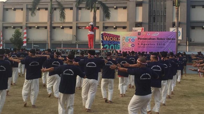 Ribuan Napi Ikut Pemecahan Rekor Senam Poco-poco di Lapas Cipinang