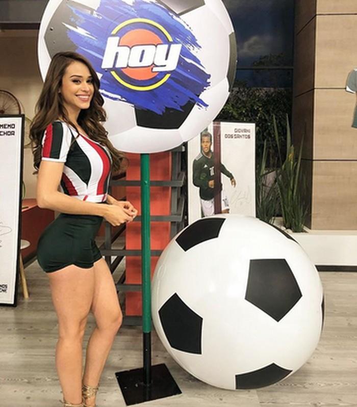 Yanet Garcia adalah presenter berita televisi populer di Meksiko. Keseksiannya tidak menjamin dirinya dicampakkan oleh seorang pria. Foto: Instagram/iamyanetgarcia