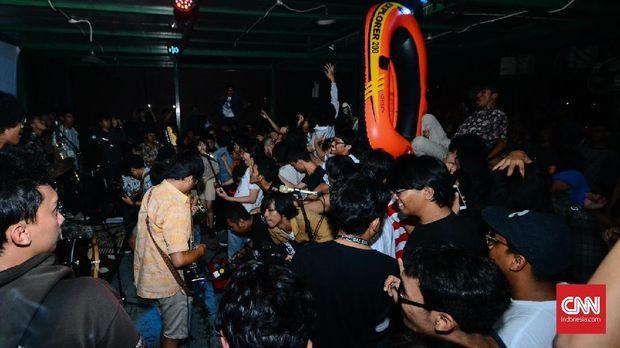 Keriuhan Pesta The Panturas Jakarta, Sabtu (4/8) malam.