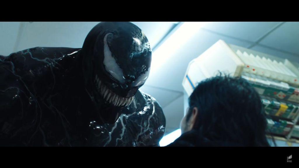 Sudah nonton trailer terbaru dari film Venom? Karakter yang diperankan Tom Hardy ini tampak seram ya. Foto: Internet