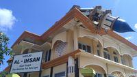 Gempa Lombok berkekuatan 7 SR merusak banyak bangunan termasuk rumah ibadah, Senin (6/8/2018)