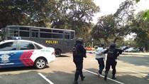 Aksi Polisi Simulasi Tangani Penghadangan Atlet Asian Games